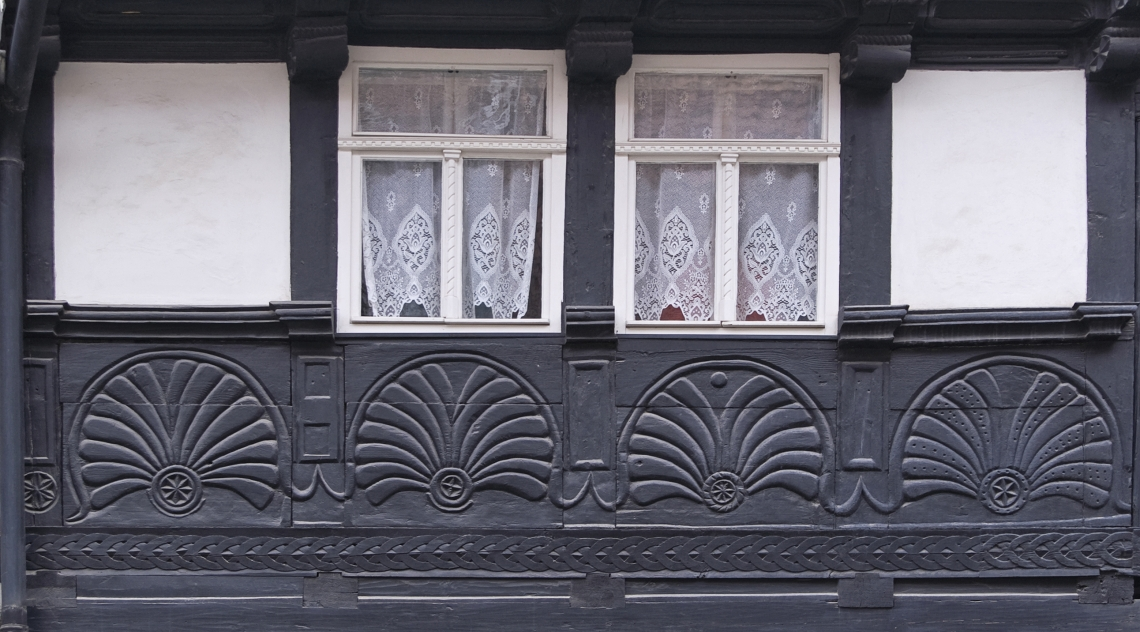 Tudor Wall Ornate