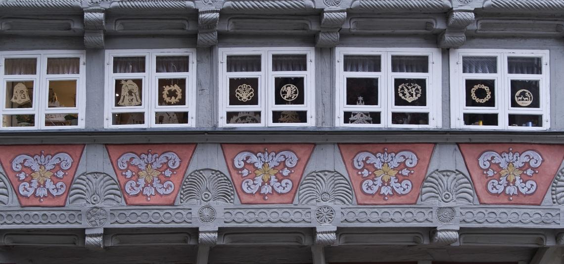 Tudor Wall Ornate