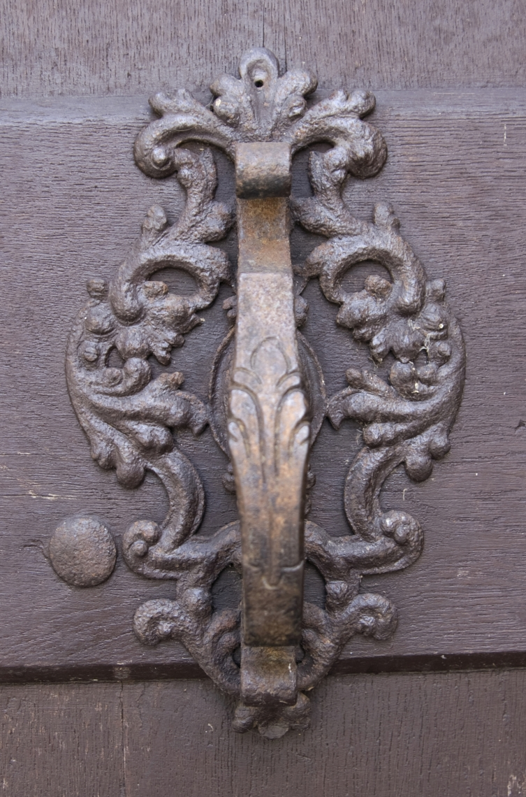 Doorknobs Hinges