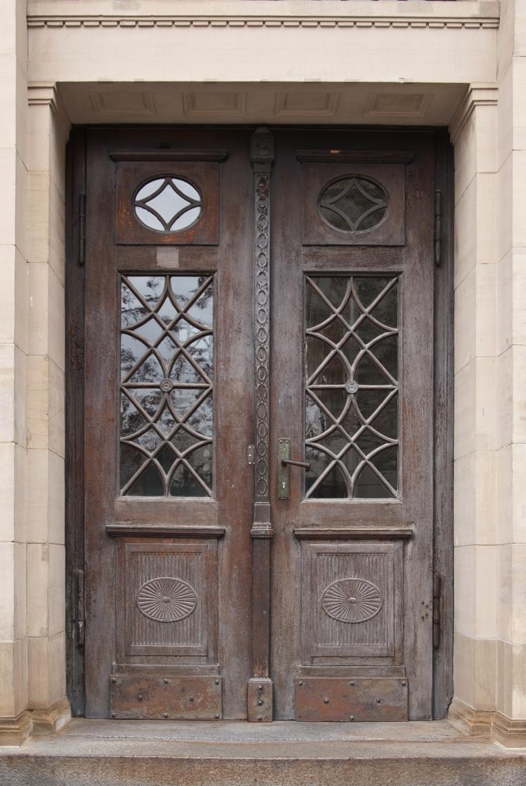DoorsHouseOld0319